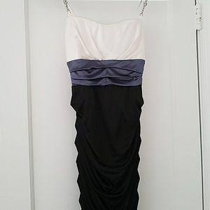 Dresses & Skirts - Knee length homecoming/prom dress